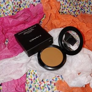 💌 New Mac Studio Fix Powder + Foundation NC50 💌